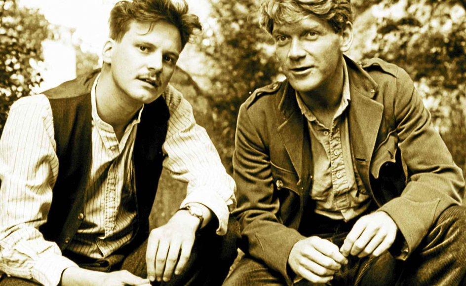 """Colin Firth (tv.) og Kenneth Branagh spiller hovedrollerne i filmen """"A Month in the Country"""" fra 1987, instrueret af Pat O'Connor."""