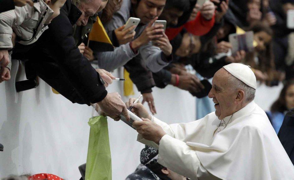 """""""Papa Francisco, Papa Francisco, Papa Francisco,"""" lød det taktfast fra de omkring 15.000 tilskuere fra hele verden, der var samlet til katolsk messe på Swedbank Stadion."""