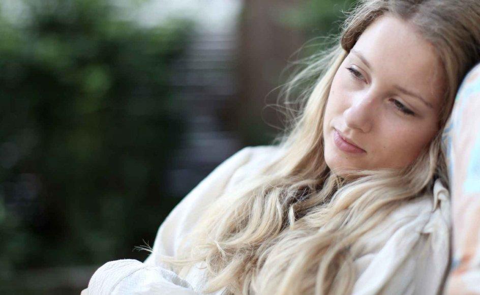 Forståelsen af, at sorg er en svær tid, er slået igennem, men vi har stadig langt igen, når det gælder om, hvordan man som enkelt- person kan hjælpe en kollega eller bekendt, der har det dårligt, siger psykolog Mai-Britt Guldin.
