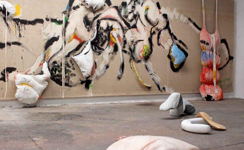 På udstillingen får man et tilbageblik i Jørgen Haugen Sørensens skulpturværk og nogle få eksempler på det nye i den 83-årige kunstners liv. – Foto fra udstillingen.