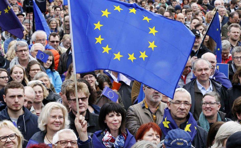 I gennemsnit er opbakningen til EU blandt medlemslandene steget fra 51 til 63 procent siden sidste år, mens modstanden mod Unionen er faldet fra 47 til 34 procent.