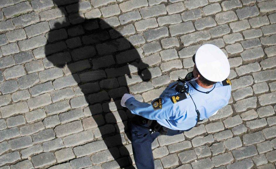 Der kommer stadig flere udsatte områder med høj kriminalitet i Sverige, hvor politiet kun sjældent viser sig og derfor ikke håndhæver ro og orden. Det hænger sammen med, at politiet mangler betjente og derfor er utrygge ved at gå ind i de belastede områder.