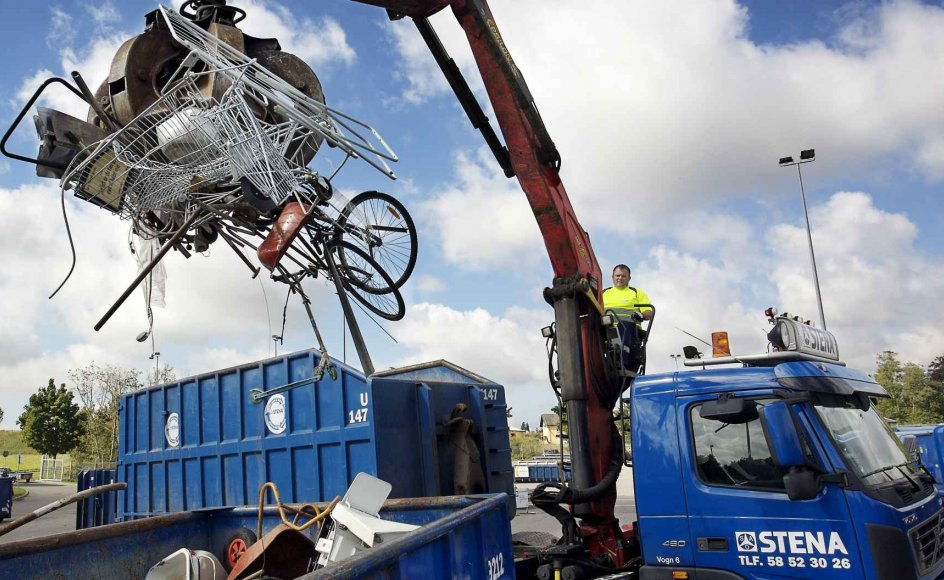 Ankestyrelsen har netop afgjort, at kommuner må godt sælge møbler, cykler og andet genbrug fra genbrugspladser. Kirkelige og humanitære organisationer, der til daglig driver genbrugsbutikker, frygter konkurrence.