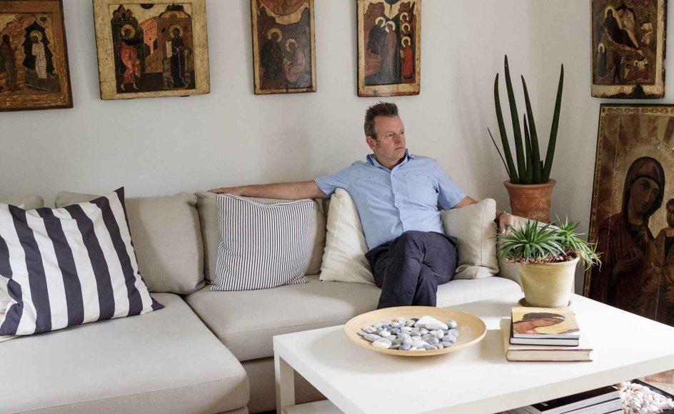 Lars Johannesson har samlet på ikoner, siden han var 25 år. I dag har han cirka 35 ikoner i samlingen. –