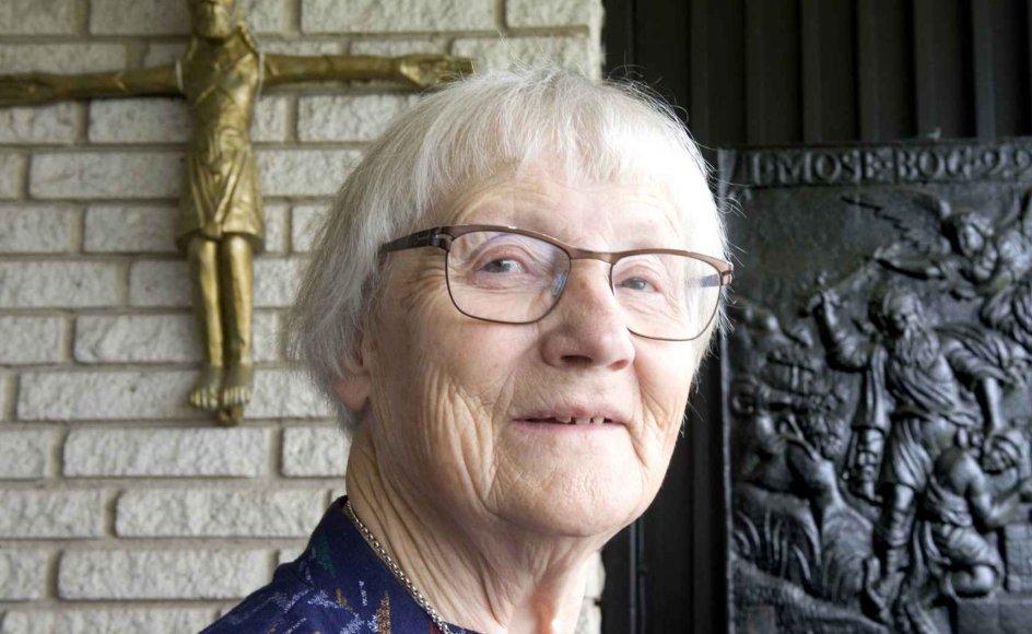 Hanne Frøsig Dalgaard går mindre i kirke, efter at hendes mand er blevet syg. Men til gengæld kommer præsten ofte på besøg hos hende. –