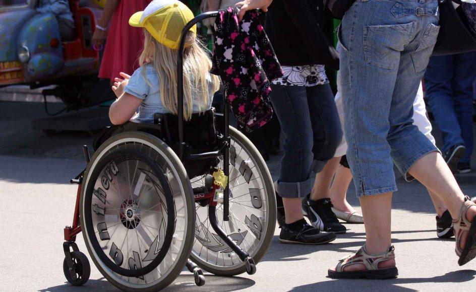 """""""(...) skal vi nu ikke bare sørge for, at handicappede børn og deres familier får nøjagtig de samme muligheder for at holde sommerferien i Spanien eller andre steder, som mange andre danske børnefamilier har?"""" spørger sygeplejerske Camilla Bach Sørensen."""
