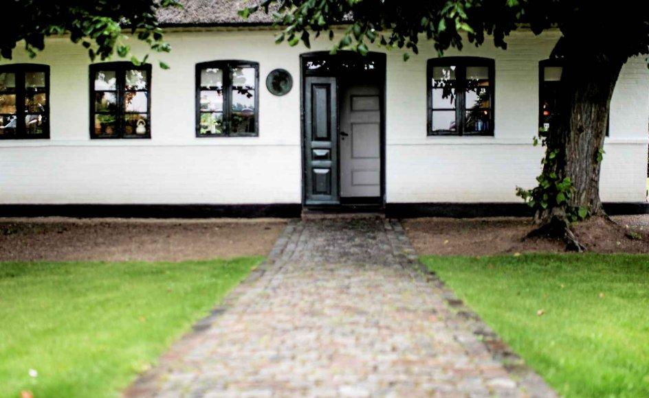 Det er ikke tilfældigt, at Carl Nielsens barndomshjem, der siden 1956 har fungeret som museum, ligger trukket lidt væk fra hovedvejen mellem Faaborg og Odense. Det gamle 1800-tals hus lå oprindeligt 20 meter længere fremme, men blev inden museumsåbningen flyttet sten for sten. –