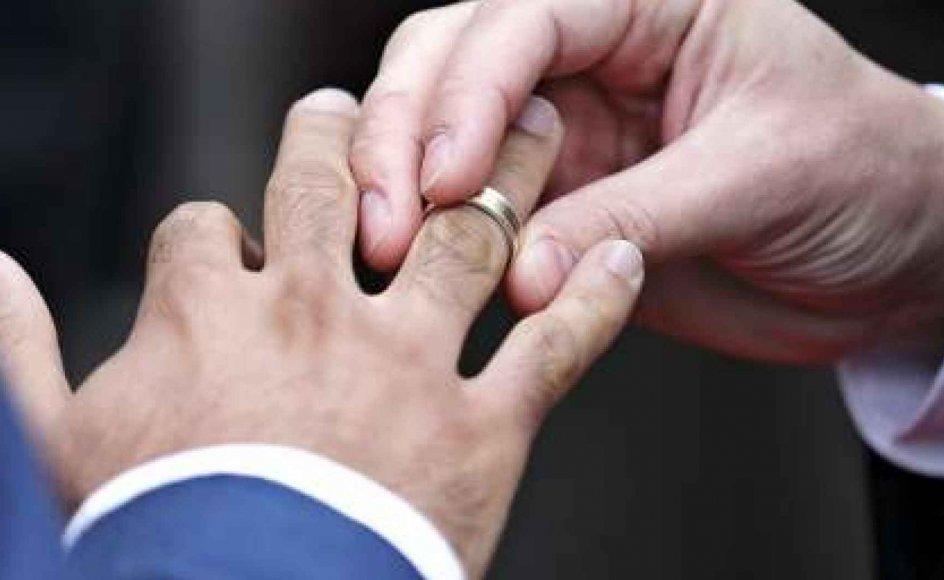 Hidtil er ingen homoseksuelle færinger blevet gift. De første at benytte sig af den ændrede homolovgivning var Leslie Travers, 48 år, fra England og Richard McBride, 47 år, fra Nordirland. Modelfoto