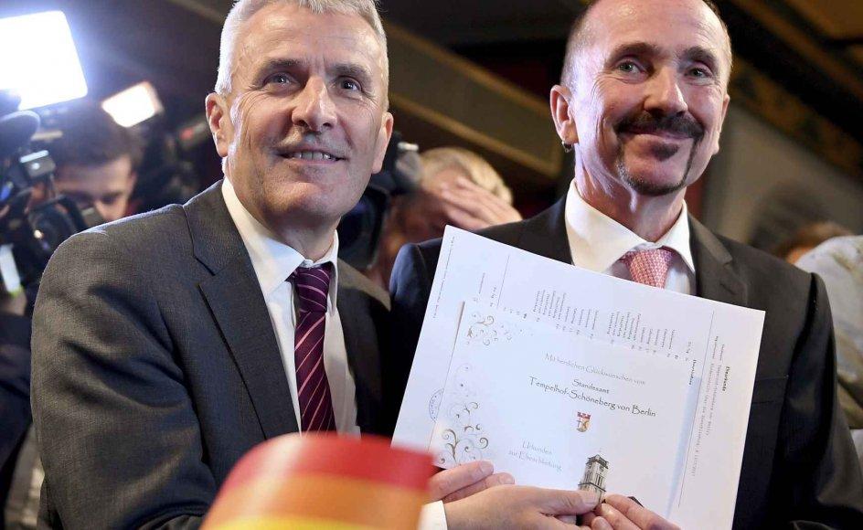 Karl Kreile og Bodo Mende blev søndag det første tyske homoseksuelle par til at blive forenet i ægteskab. Tyskland er det 24. land i verden til at tillade ægteskab mellem to personer af samme køn.