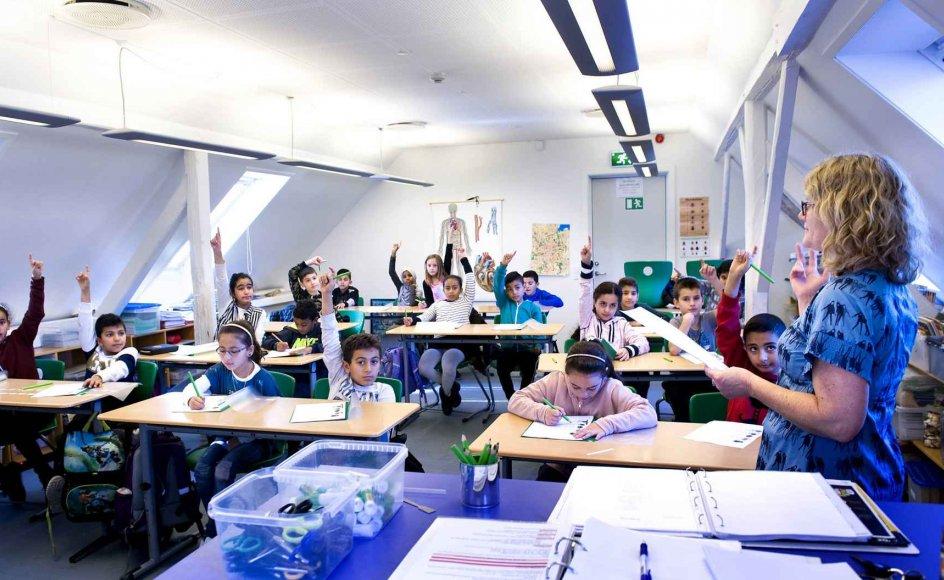 Al-Salahiyah Skolen vil helst ikke opfattes som en muslimsk friskole, selvom alle eleverne er muslimer. For undervisningen, som bortset fra modersmålsundervisningen foregår på dansk, handler ikke om at præge eleverne religiøst. Her er 3. klasse ved at lære om sanserne i natur og teknik. – Begge fotos: Leif Tuxen.