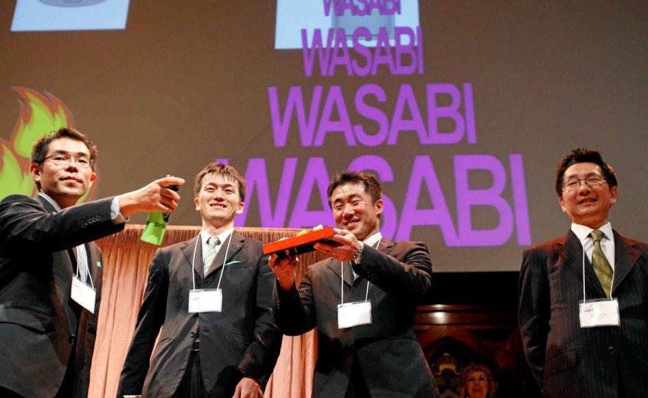 Ig Nobelprisen er igennem årene gået til mange mærkværdige projekter. Her fra uddelingen i 2011, hvor en gruppe japanske forskere vandt prisen for at have opfundet et alarm-system, der vækker folk ved at sprøjte med et ekstrakt af den stærke wasabi-plante. –