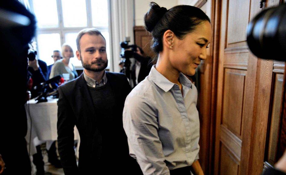 I går sagde Anna Mee Allerslev farvel til politik på et pressemøde på Københavns Rådhus. Her forlader hun mødet. –