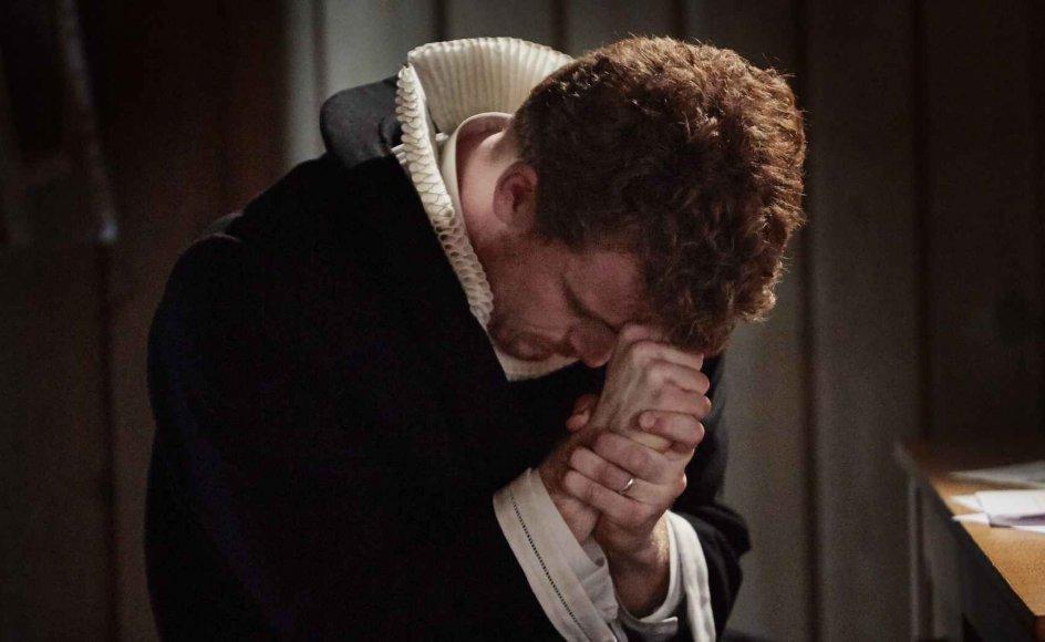 Morten Hee Andersen spiller den unge præst August Krogh, der er den yngste søn i familien Krogh.
