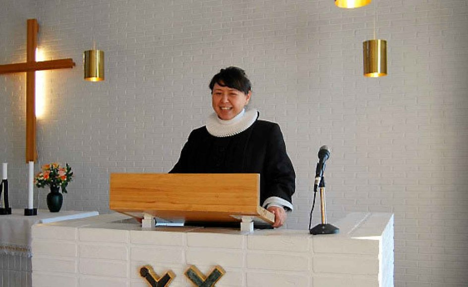 Mãnguak Dalager er præst for den grønlandsktalende menighed i Nuuk. Her ses hun på prædikestolen i Hans Egede Kirke. – Privatfoto.