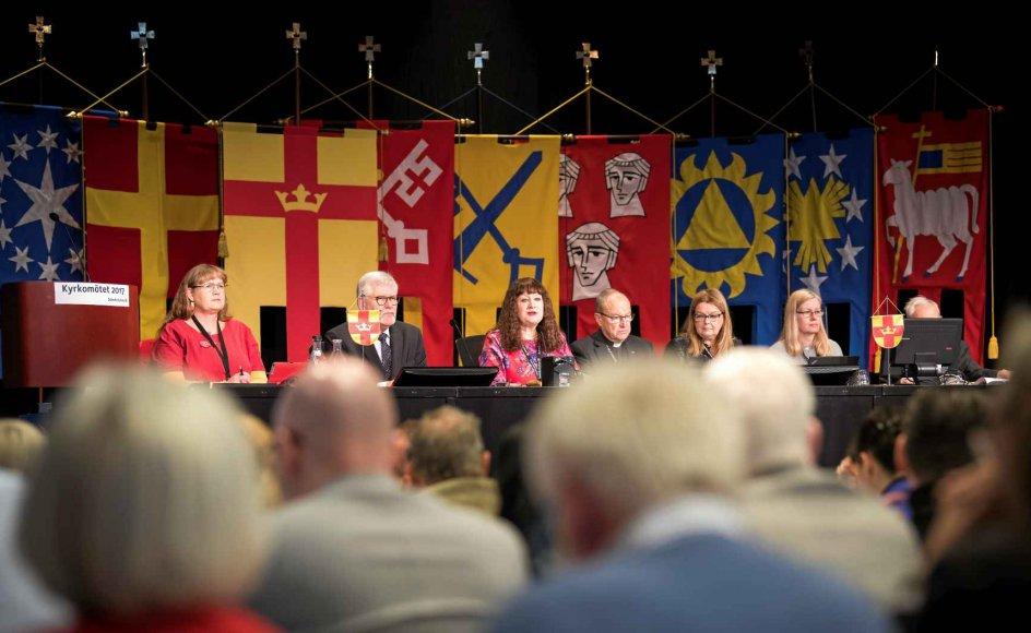 """I fremtiden skal præster i den svenske kirke måske indlede gudstjenesten med de kønsneutrale ord """"I Guds, den treeniges, navn"""", der er fri for både fader og søn."""