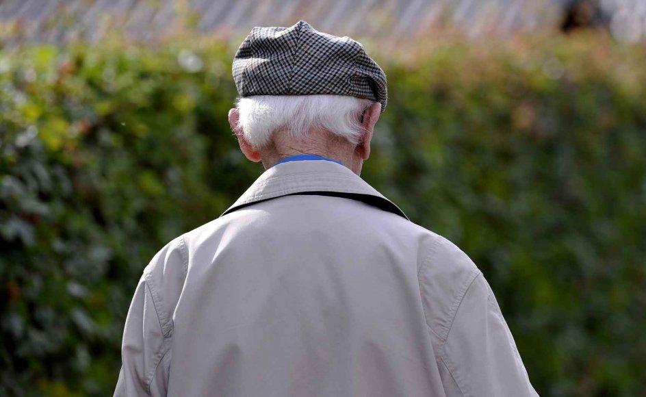 Pensionisters økonomi er ofte præget af, at de ikke har nogle økonomiske reserver. Man kan godt leve af folkepensionen og boligydelsen, men problemerne opstår, hvis der sker noget uforudset, for eksempel hvis tænderne skal repareres, eller hvis køleskabet bryder sammen, siger Claus Blendstrup, konsulent i Ældre Sagen.