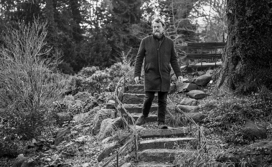 """""""Når jeg er inde i en skabelsesproces, så oplever jeg også, at hele verden ikke bestiller andet end at give mig input til den musik, jeg skal skrive,"""" siger komponisten Bent Sørensen, der her ses ved Landbohøjskoles Have ved hjemmet på Frederiksberg. –"""