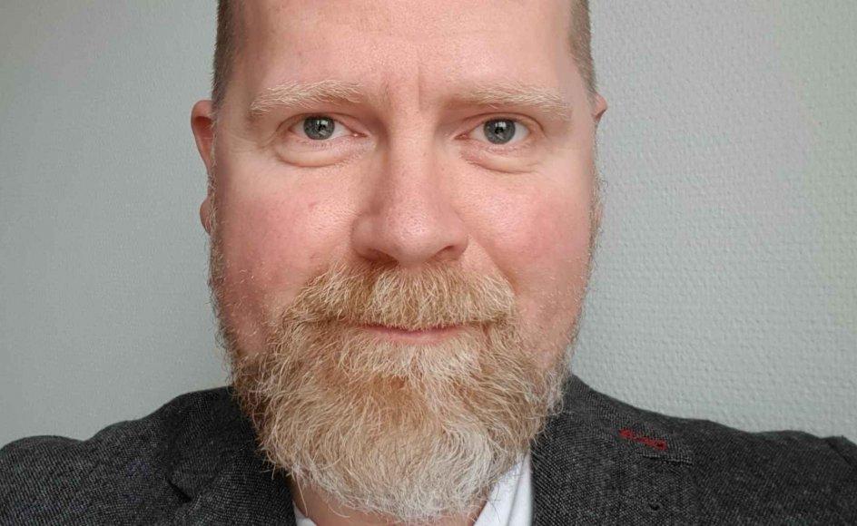 Jeg synes, det problematiske ligger i, at vielse er et borgerligt hverv. Derfor er det reelt en statslig blåstempling af diskrimnation, når præster har lov til at nægte at stå for vielse af homoseksuelle, mener LGBT Danmarks forperson Peder Holk Svendsen.