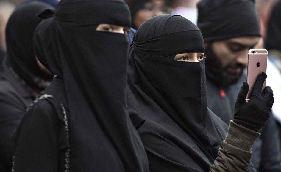 Et burkaforbud - eller maskeringsforbud, som en række partier kalder det - er på vej i Danmark. Justitsministeriet arbejder på et lovforslag.