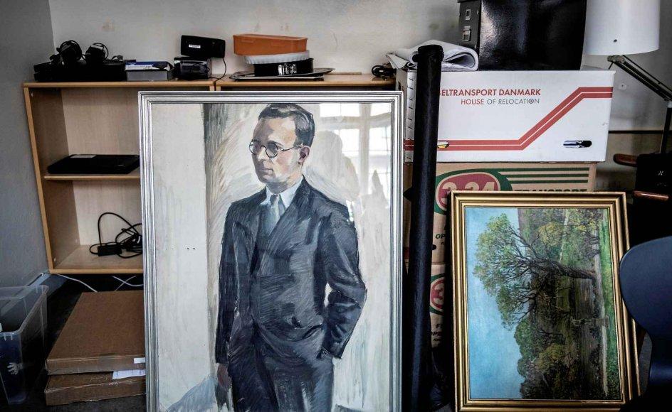 """Et portræt af Sankt Petri Skoles mangeårige rektor, H.W. Praetorius, hang i en lang årrække på væggen på skolen. I dag er det taget ned. På trods af, at han var medlem af det tyske nazistparti, og at skolen ifølge historikeren Ole Brandenborg Jensen udgjorde en """"nazirede"""", fortsatte skolen sit virke under Praetorius' ledelse i 30 år efter Befrielsen. –"""