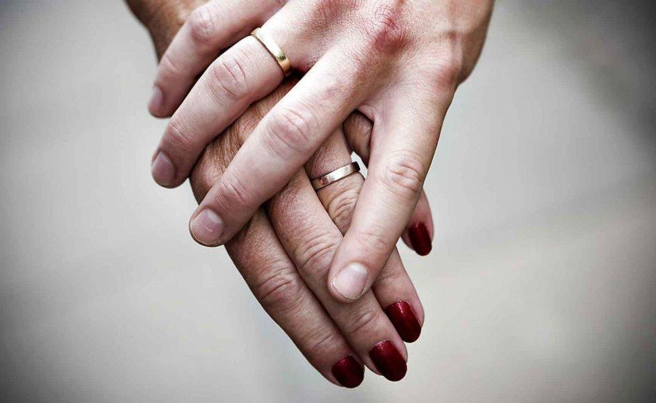 Nye tal fra Danmarks Statistik viser, at der var 11 procent færre par, der blev skilt i 2017 end i 2016.