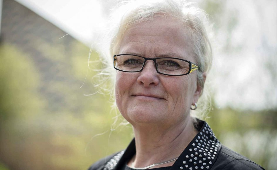 På Christiansborgs gange florerer der bekymringer om, om et forbud mod omskæring af drenge under 18 vil kunne kaste Danmark ud i en udenrigspolitisk krise. Formanden for Folketingets sundhedsudvalg, Liselott Blixt (DF), håber at et samråd med blandt andre forsvars- og udenrigsministeren kan kaste lys over sagen.