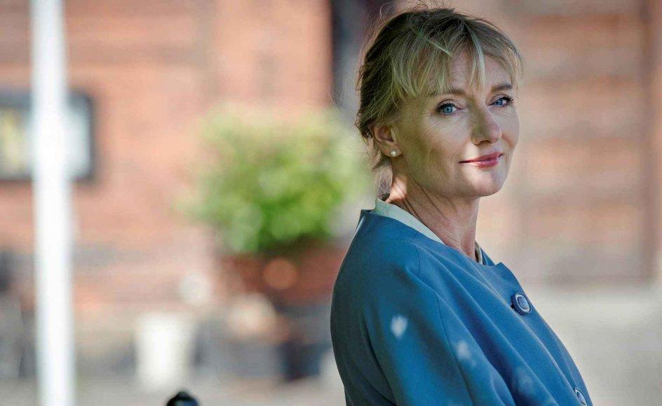 """Sognepræst Kathrine Lilleør medvirker i første afsnit af samtaleserien """"Jeg er påklædt"""". Når hun bærer præstekjole, bliver hun som person sekundær i forhold til det budskab, hun skal forkynde, siger hun. –"""