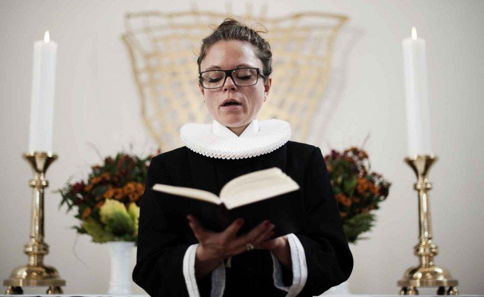 På 70-årsdagen for den første ordination skal man lytte usædvanligt godt efter for at høre argumenter imod, at kvinder kan være præster. Modelfoto