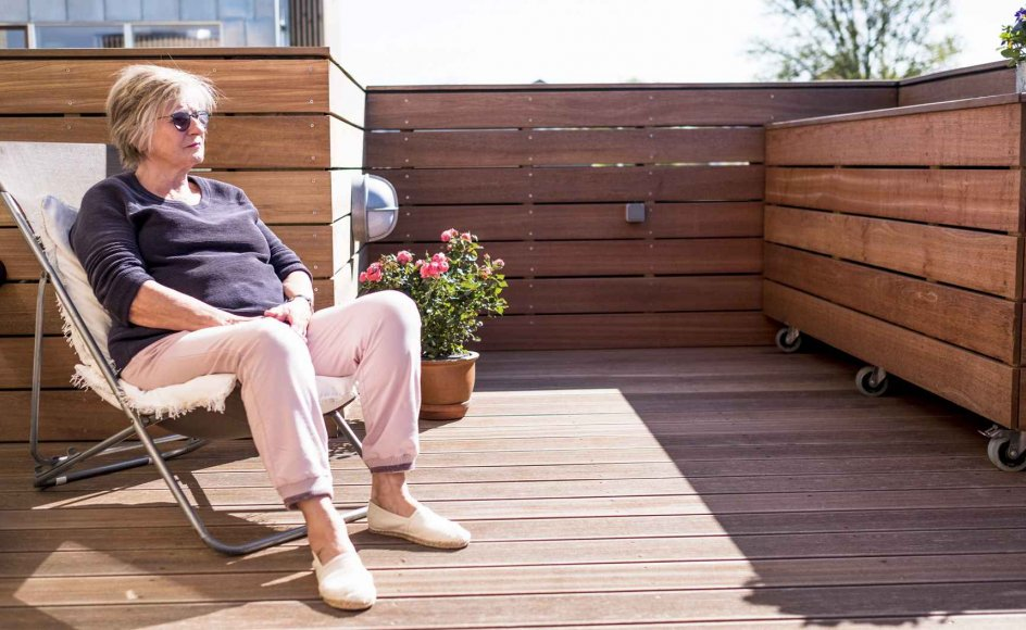 Lis Schimming er en af beboerne i de nybyggede seniorboliger ved Diakonissestiftelsen i København. Hun har valgt boformen, fordi hun håber at få et fællesskab med jævnaldrende, der har samme livsværdier som hende selv. – Alle fotos: Emil Kastrup Andersen.