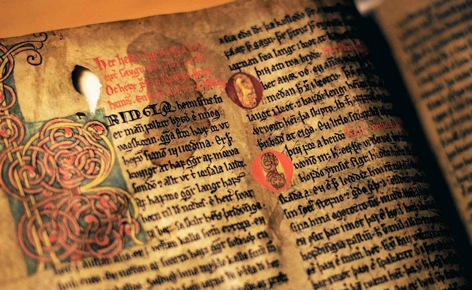 Der er fortsat omkring 700 håndskrifter på Den Arnamagnæanske Samling på Københavns Universitet. –