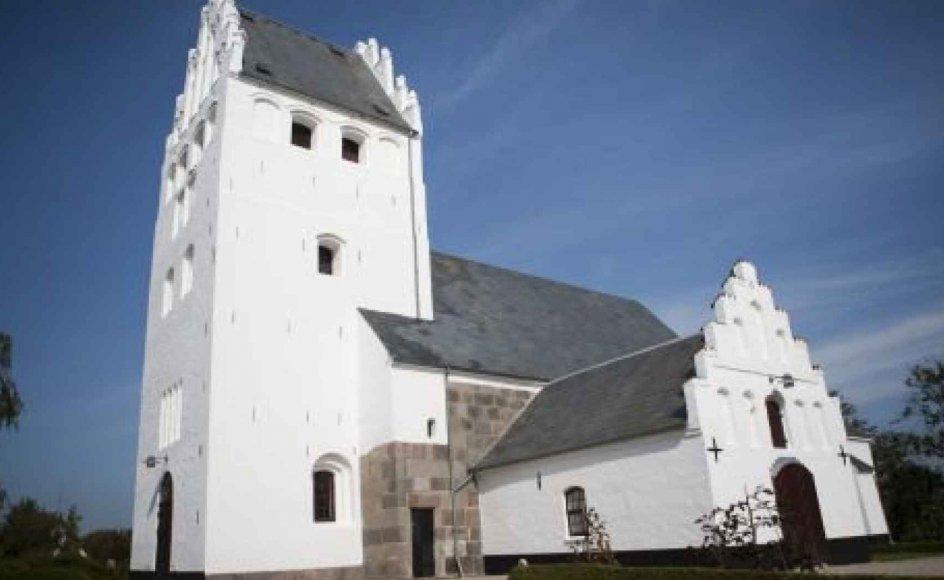 Selv om danskerne ikke ligefrem overrender kirkerne, så definerer to ud af tre sig som kristne, viser stor undersøgelse fra amerikansk analysehus.