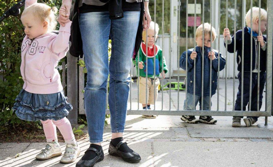 Oprøret må starte hos forældrene og brede sig til pædagogerne. For vi ved godt inderst inde, at den elskede og dygtige pædagog, der gør alt det bedste hun har lært, på trods af dette ikke kan få enderne til at mødes ,skriver Karen Lumholt.