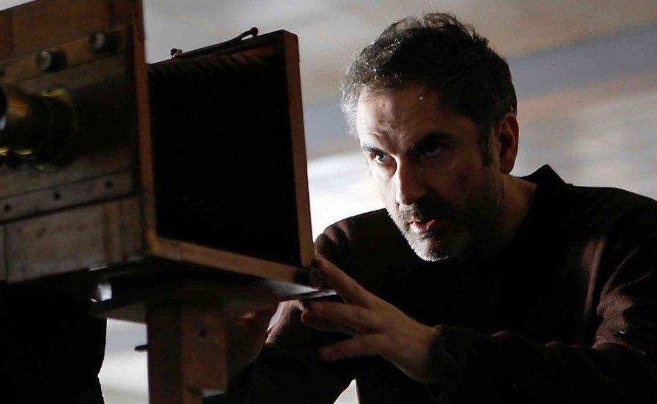 """Den 46-årige franske filminstruktur Xavier Giannoli er opdraget kristent og gik i katolsk skole. Som barn var han troende, i dag er han mere skeptisk, men vil gerne tro. Tro – og skepsis – er temaer i hans biografaktuelle film """"Åbenbaringen"""". –"""