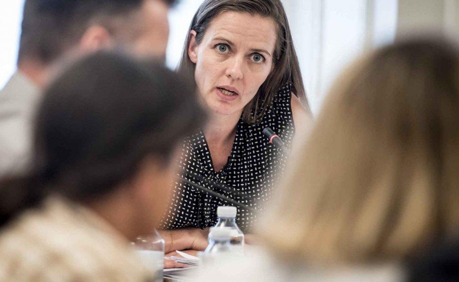 Sundhedsminister Ellen Trane Nørby (V) opfordrer regionerne til at overholde regler om tolkegebyr.