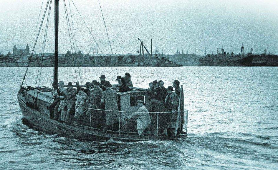 De danske fiskerbåde, som i de første to uger af oktober 1943 sejlede 7000 jøder til sikkerhed i Sverige, symboliserer verden over et lille lys af menneskelig anstændighed i mørket af holocaust.