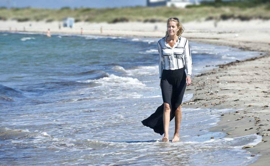 """""""Jeg har levet med en overbevisning om, at tilgivelse er for svage mennesker, men det var en misforståelse, for tilgivelsens kunst er simpelthen noget af det smukkeste i denne verden,"""" fortæller Pia Glavind, som har fået nyt syn på tilværelsen sin kræftdiagnose. Pia Glavind og 14 andre danskere fortæller i ny bog om livet med en uhelbredelig sygdom."""