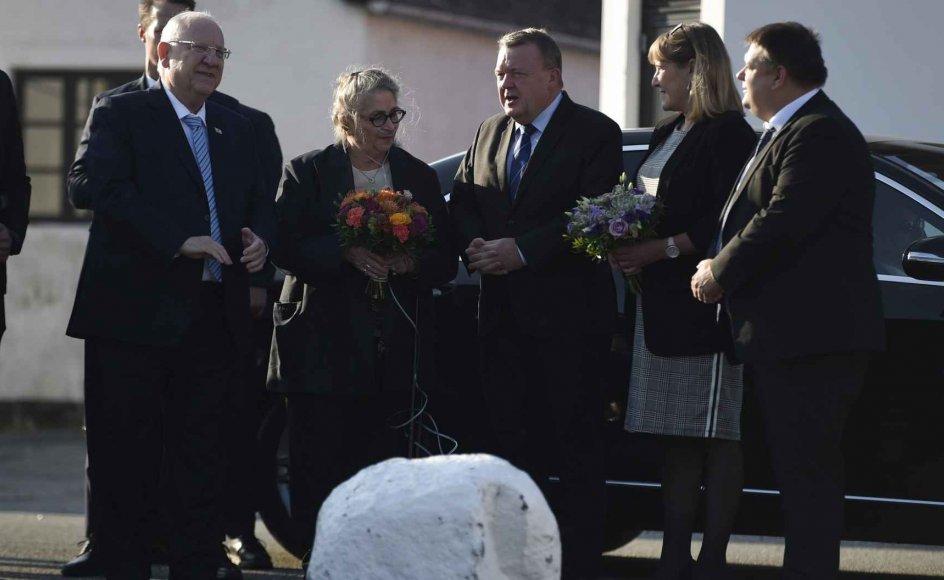 """I forbindelse med 75-året for redningen af mere end 7000 danske jøder under Anden Verdenskrig blev der torsdag morgen lagt kranse ved mindesmærket """"Stævnen"""" i havnen i Gilleleje."""