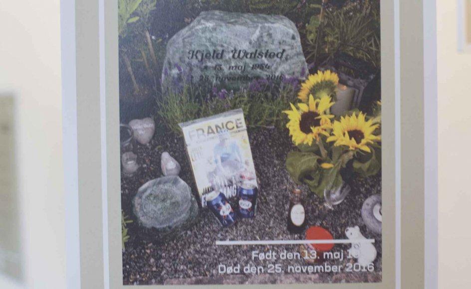 """Et billede af et gravsted indgår i udstillingen """"De døde i vores liv"""". Historierne, der fortælles, spænder bredt, hvad angår alder, geografi, dødsårsag og ikke mindst minderitualer, fortæller sekretariatschef i Landsforeningen Liv&Død, Kirsten Søndergaard. -"""