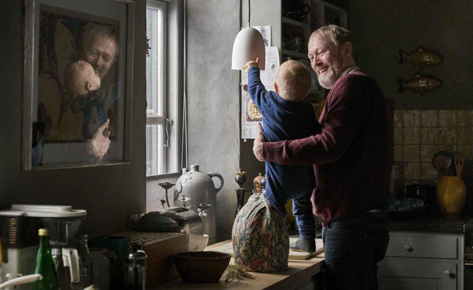 Johannes (Lars Mikkelsen) og barnebarnet Anton (Bertram Rasmussen).