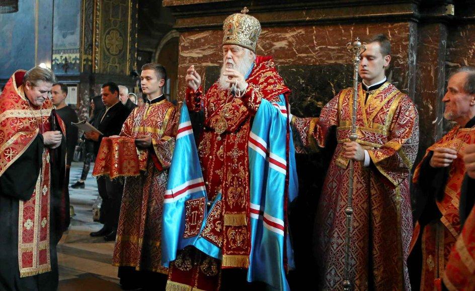 Filaret, partriarken i den ukrainsk-ortodokse kirke under Kijev-patriarkatet, holder messe i Volodymysky-katedralen i Kijev. Det er det kirkesamfund, han står i spidsen for, samt den ukrainske autokefale ortodokse kirke, der står til at blive uafhængige af den russiske kirke. -