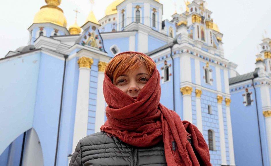 """""""Den ukrainske kirke har fortjent at blive anerkendt. Det er sandt, at Gud er én, men vi ortodokse har altid været delt i forskellige kirker,"""" siger Olga, som har kæmpet mod pro-russiske styrker i det østlige Ukraine og ikke ønsker sit efternavn i avisen. – Alle fotos: Tobias Stern Johansen."""
