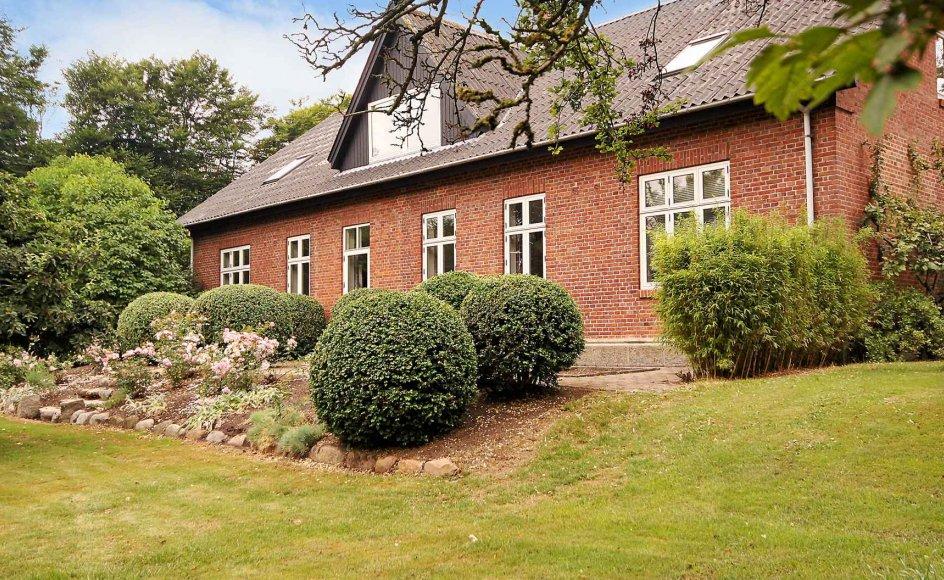 Den tidligere præstegård i Brejning nær Ringkøbing er fra 1904 og blev i 2013 solgt til en blomsterhandler. –