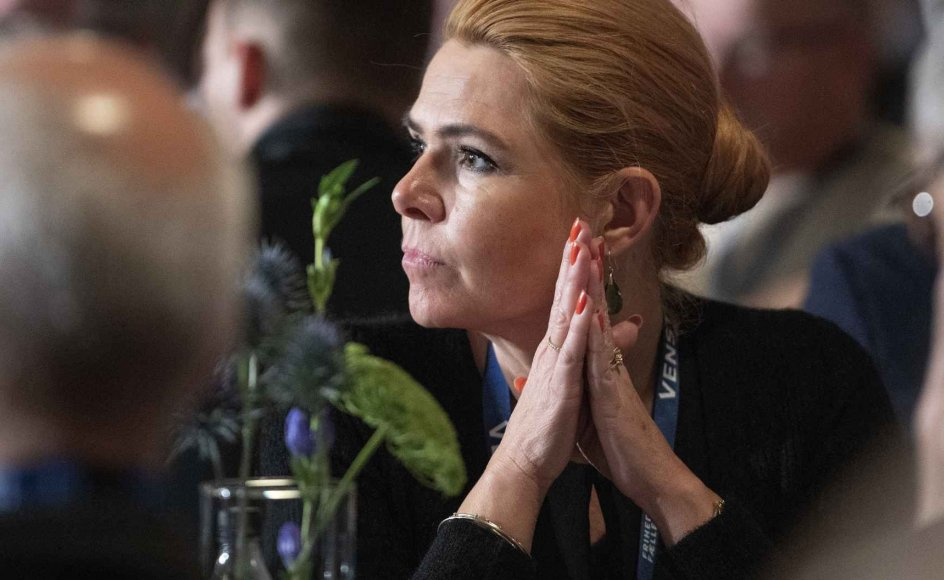 Der er mange meninger i Venstre om kravet om at give hånd til en repræsentant for kommunen for at få statsborgerskab. 409 lokale Venstrefolk har i en Ritzau-rundspørge svaret på spørgsmålet om håndtrykskrav. Af dem støtter 177 kravet, mens 182 er imod.
