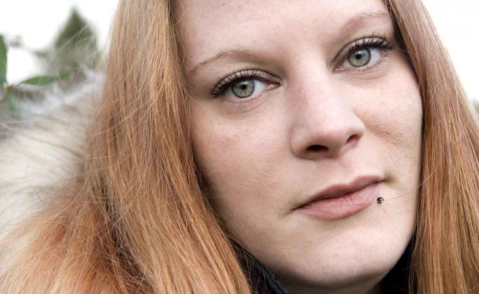 """Sheila Søgaard, 30 år, har diagnosen dyssocial personlighedsstruktur, i folkemunde er hun """"psykopat"""". Hun har en grænseløs adfærd, som hun ikke forsøger at dæmpe i kontakt med andre mennesker. Hun leder efter sin egen fordel i de fleste interaktioner, hun har med andre, og hun helmer ikke, før hun får sin vilje: """"Jeg kan godt indgå i en rationel debat, men langt hen ad vejen er det svært. Det er næsten spild af tid, for jeg giver mig sjældent eller stort set aldrig,"""" siger hun."""