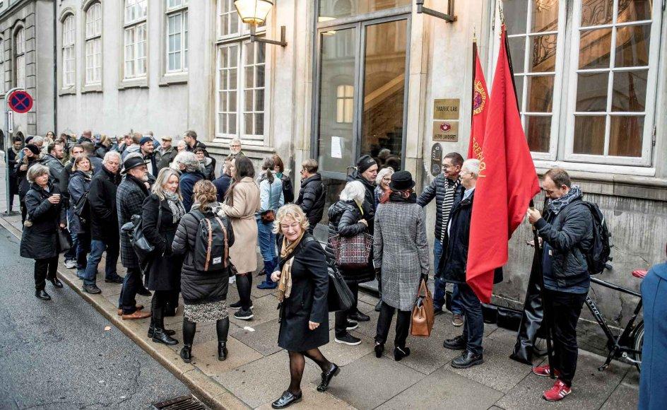 Repræsentanter fra Danmarks Lærerforening og andre interesserede personer var mødt op foran Østre Landsret, da sagen mellem Erik Schmidt og Odense Kommune blev indledt den 30. oktober. Der faldt dom i sagen i sidste uge, hvor den tjenstlige advarsel til Erik Schmidt blev underkendt.