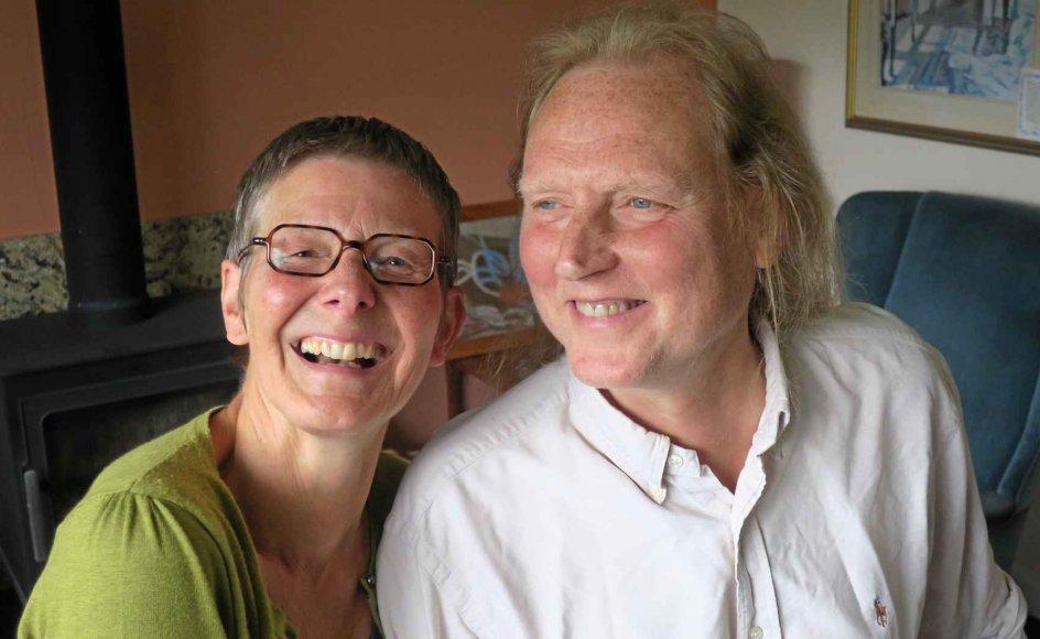 Joanna Christina og Stephen Ander-son tror på parforholdet, men nægter at blive sat i en bås, hvor de er ægtemand og hustru. Ægteskabet har aldrig været hverken et mål eller en mulighed for dem. Derfor vil de have et civilt partnerskab, som hidtil har været forbeholdt to af samme køn i Storbritannien. –