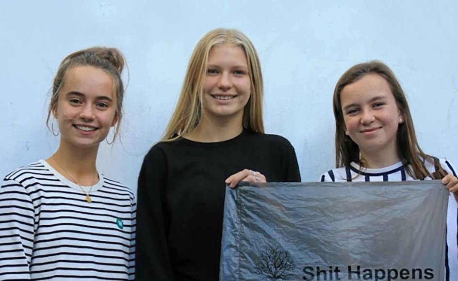 Ejerne af firmaet Shit Happens er de 13-årige Stine Møller Andersen (til venstre), Katrine Rønskov Thomsen og Victoria Egeskov Christiansen. – Privatfoto.