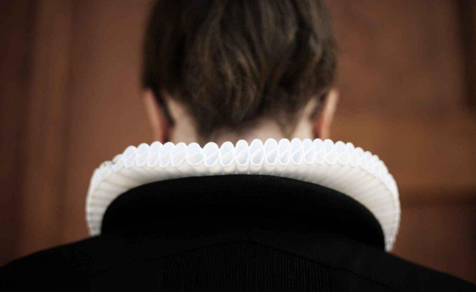 Vi ser det som rettidig omhu, at der i Kirkeministeriets udvalg om præstemangel er tilslutning til det, som Præsteforeningen finder er den mindst ringe løsning, nemlig, at der ved lovændring åbnes for adgang til at søge præstestilling for andre end teologer i henhold til hovedprincipperne i den tidligere gældende akademikerbestemmelse, skriver Præsteforeningen.