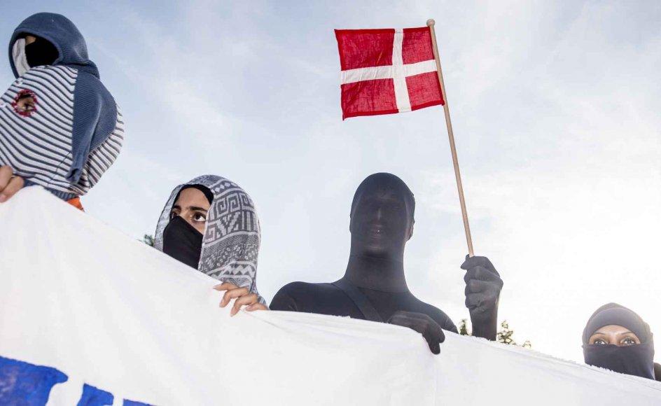 Tildækningsforbuddet skabte store demonstrationer rundt om i landet - blandt andet på Nørrebro i København. (Arkiv)