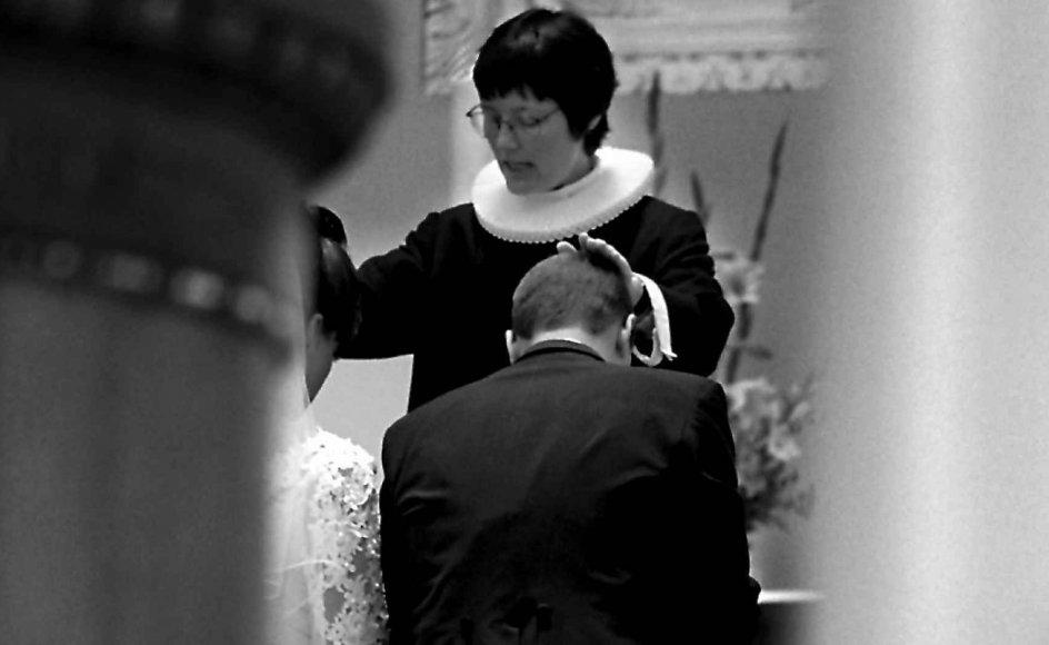 158 af de 631 adspurgte kvindelige præster i Jyllands-Postens rundspørge svarer, at de har oplevet at blive diskrimineret på grund af deres køn. (Arkivfoto)